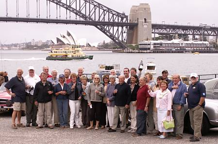 Friendship Rally 2005 participants group photo at the Sydney finish